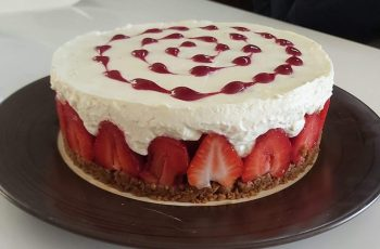 Strawberry Speculoos Cheesecake